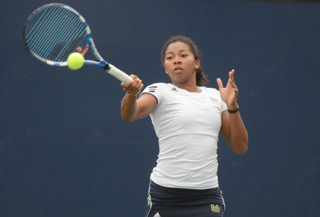 Sophomore Robin Anderson won both of her singles and doubles matches over the weekend against San Diego and Washington.