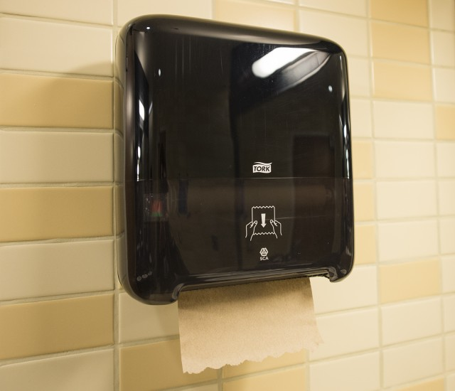 Ucla Installs New Dispensers To Reduce Paper Towel Waste Daily Bruin