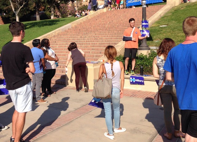 Bruins for Hillary, a new student group, had its first official club meeting Wednesday in front of the Janss Steps. (Ryan Leou/Daily Bruin senior staff)