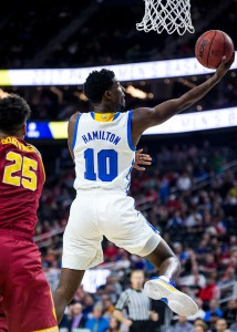It went back and forth between the Bruins and the Trojans, but UCLA took the 76-74 win to advance in the Pac-12 tournament. Isaac Hamilton had a game-high 22 points and four 3s to help UCLA hold off USC.(Aubrey Yeo/Daily Bruin senior staff)