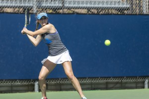 Sophomore Alaina Miller defeated Oregon's Nia Rose 6-4, 6-3 at court three to give UCLA women's tennis a 4-3 victory Friday. Miller now owns a 6-5 singles record on the year. (Dayoung Lee/Daily Bruin)
