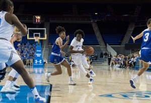 Freshman guard Kayla Owens had 8 points, three assists and three steals in UCLA's 68-48 win over UC Riverside. (Ken Shin/Daily Bruin staff)