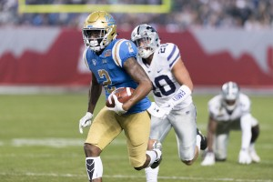 Jordan Lasley put UCLA ahead with a 52-yard reception at the beginning of the second quarter. The redshirt junior wide receiver caught four of the five passes thrown to him for a total of 90 receiving yards. (Kathy Chen/Daily Bruin)