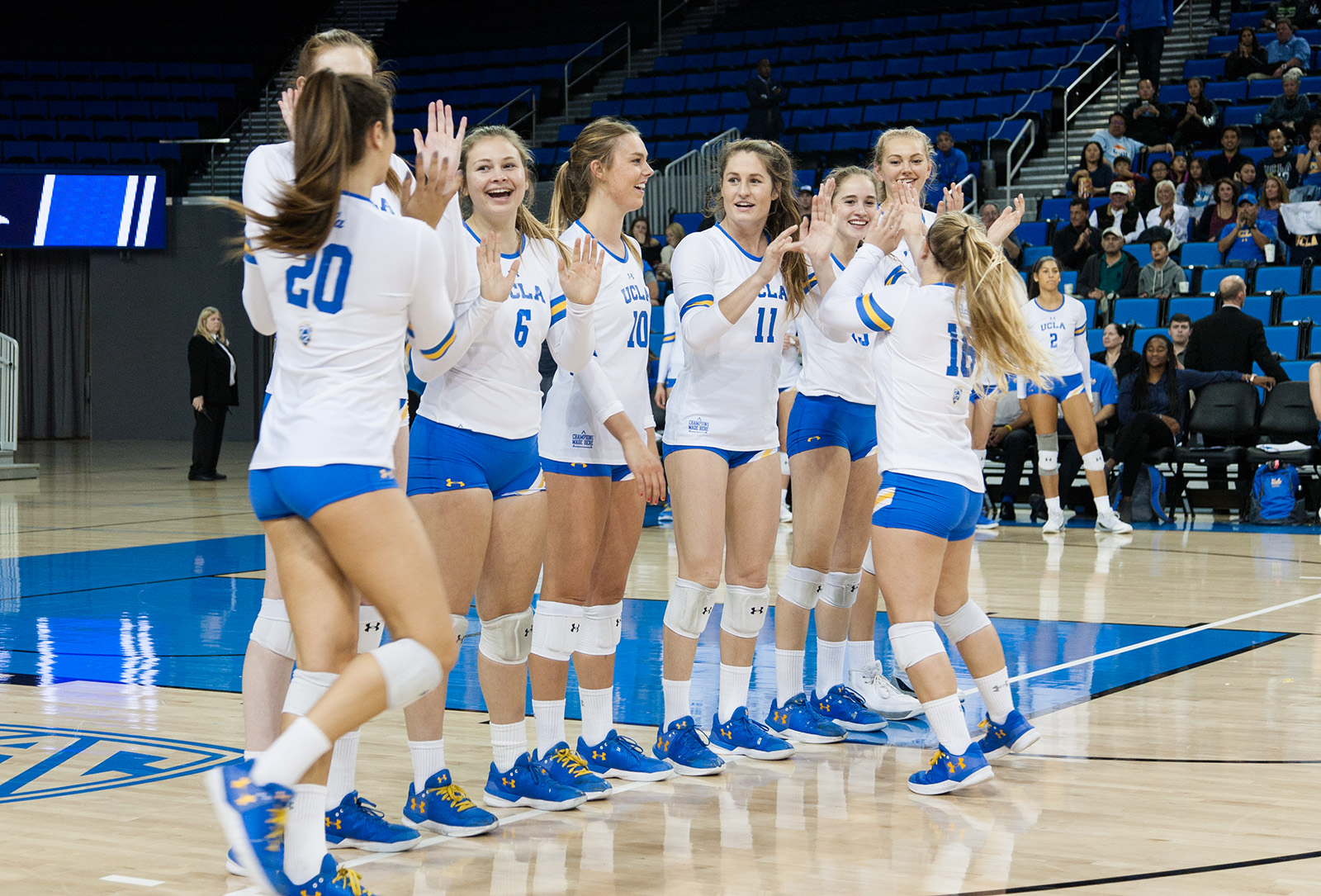 Fresh Off The Grill Women S Volleyball Schedule Suggests Strong Start To 2018 Season Daily Bruin