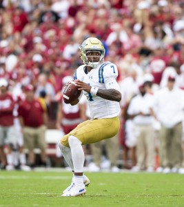 UCLA freshman quarterback Dorian Thompson-Robinson gave the Bruins a reason to be optimistic despite a 49-21 loss to Oklahoma on Saturday. Thompson-Robinson threw for 254 yards and a touchdown. (Michael Zshornack/Daily Bruin senior staff)