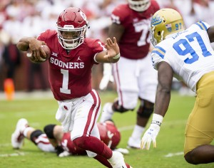 UCLA failed to stop Oklahoma quarterback Kyler Murray for most of the game – he completed 19-of-33 passes for 306 yards and had five combined touchdowns Saturday. (Michael Zshornack/Daily Bruin senior staff)