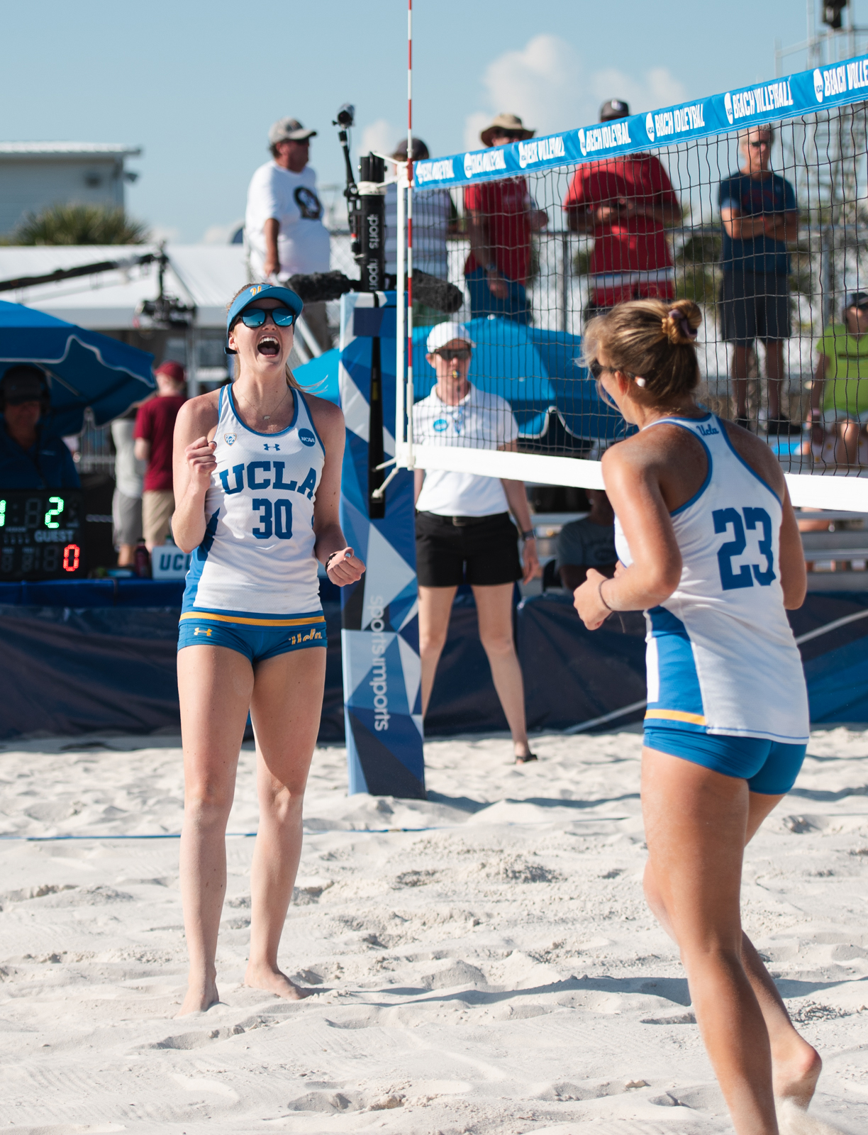 Beach Volleyball Sweeps Florida State In Second Round Of Ncaa Championship Daily Bruin