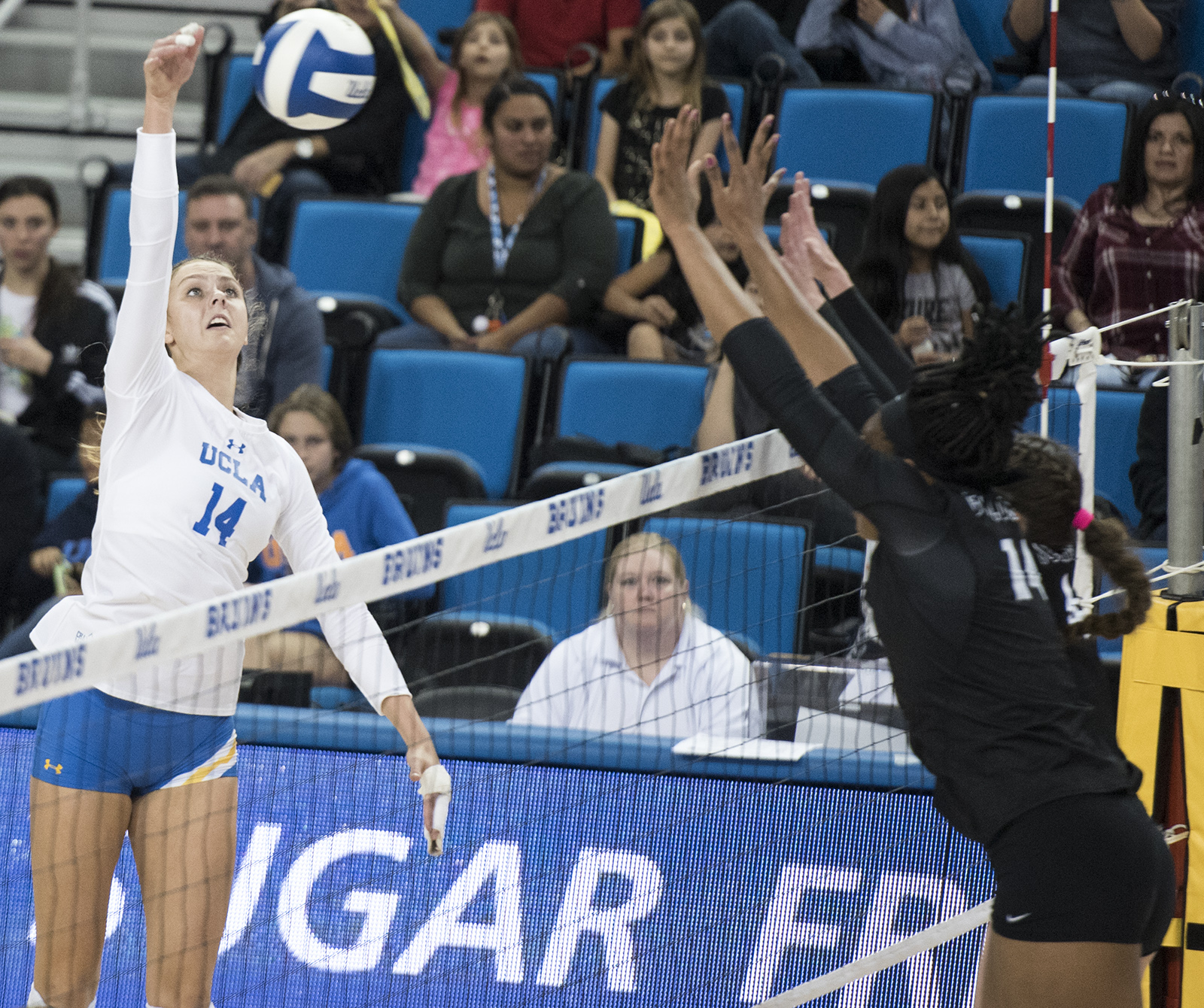 Women S Volleyball Looks To Start Season Strong In Nebraska With New Additions Daily Bruin