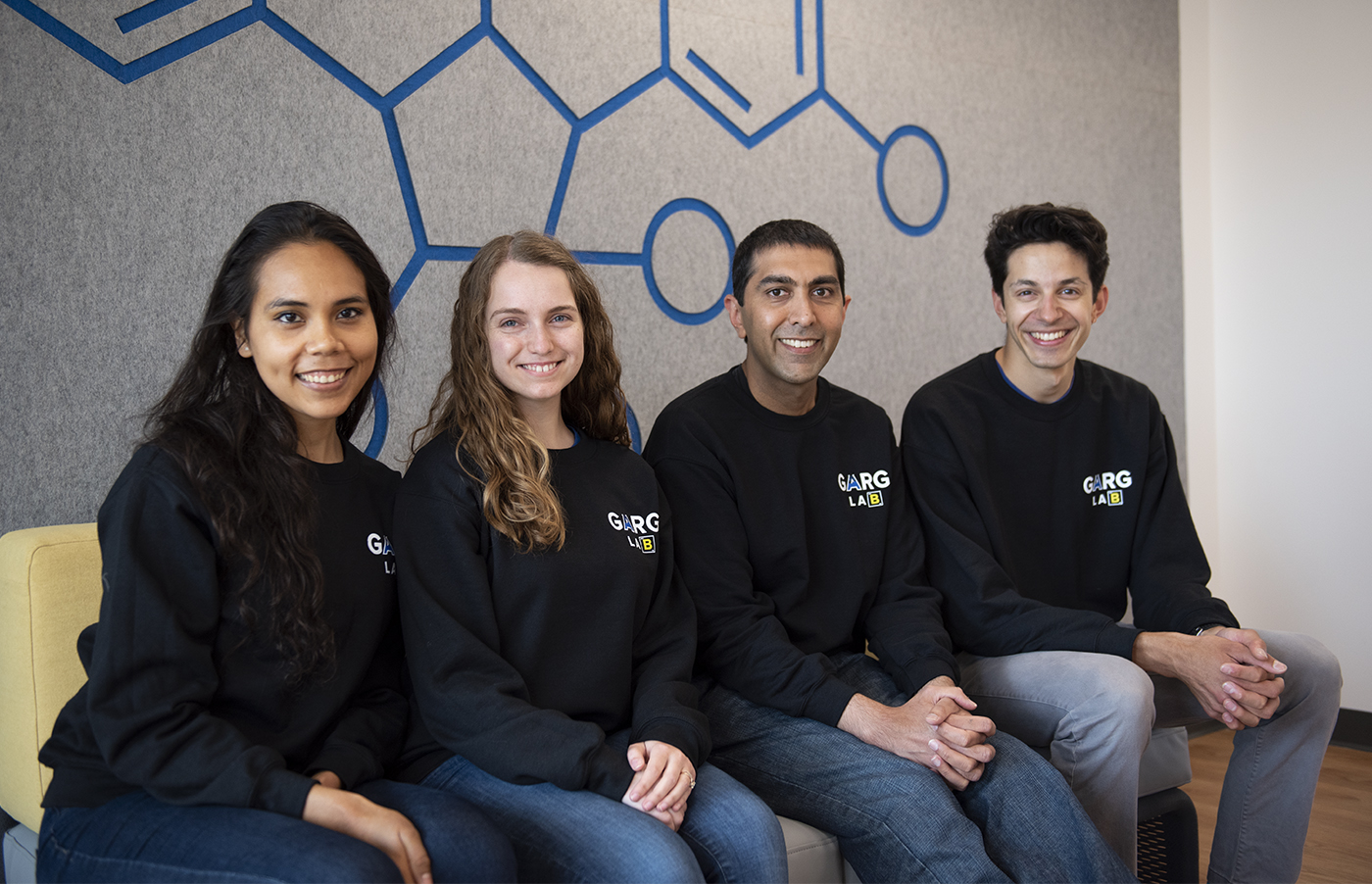 UCLA lab creates virtual reality app to help students with organic chemistry - Daily Bruin
