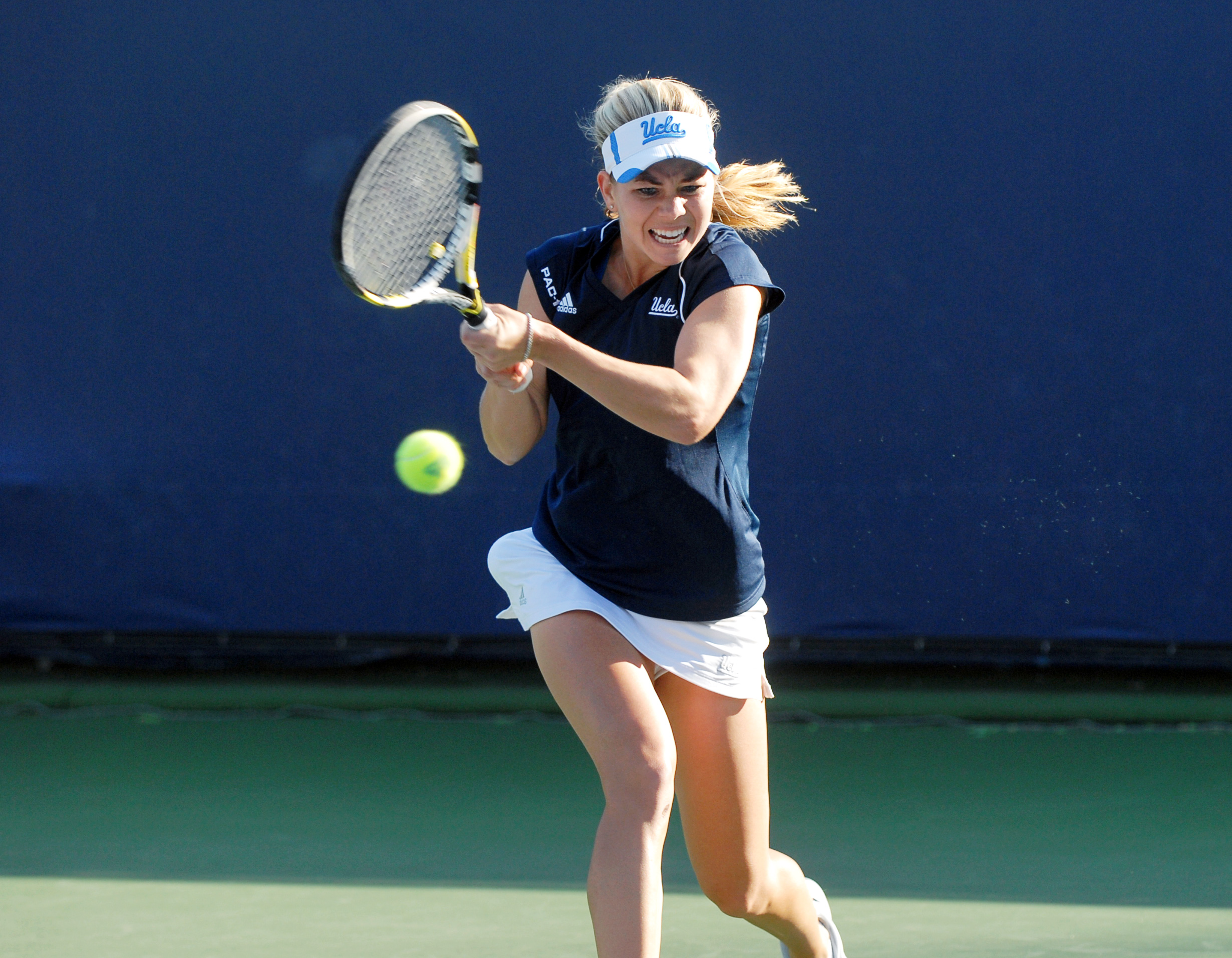 Junior transfer McCall Jones made her UCLA debut on Wednesday against St. Mary's, defeating the Gaels' senior Alex Poorta 6-4, 6-1 at the No. 1 position. UCLA went on to win its season-opening match 5-2.