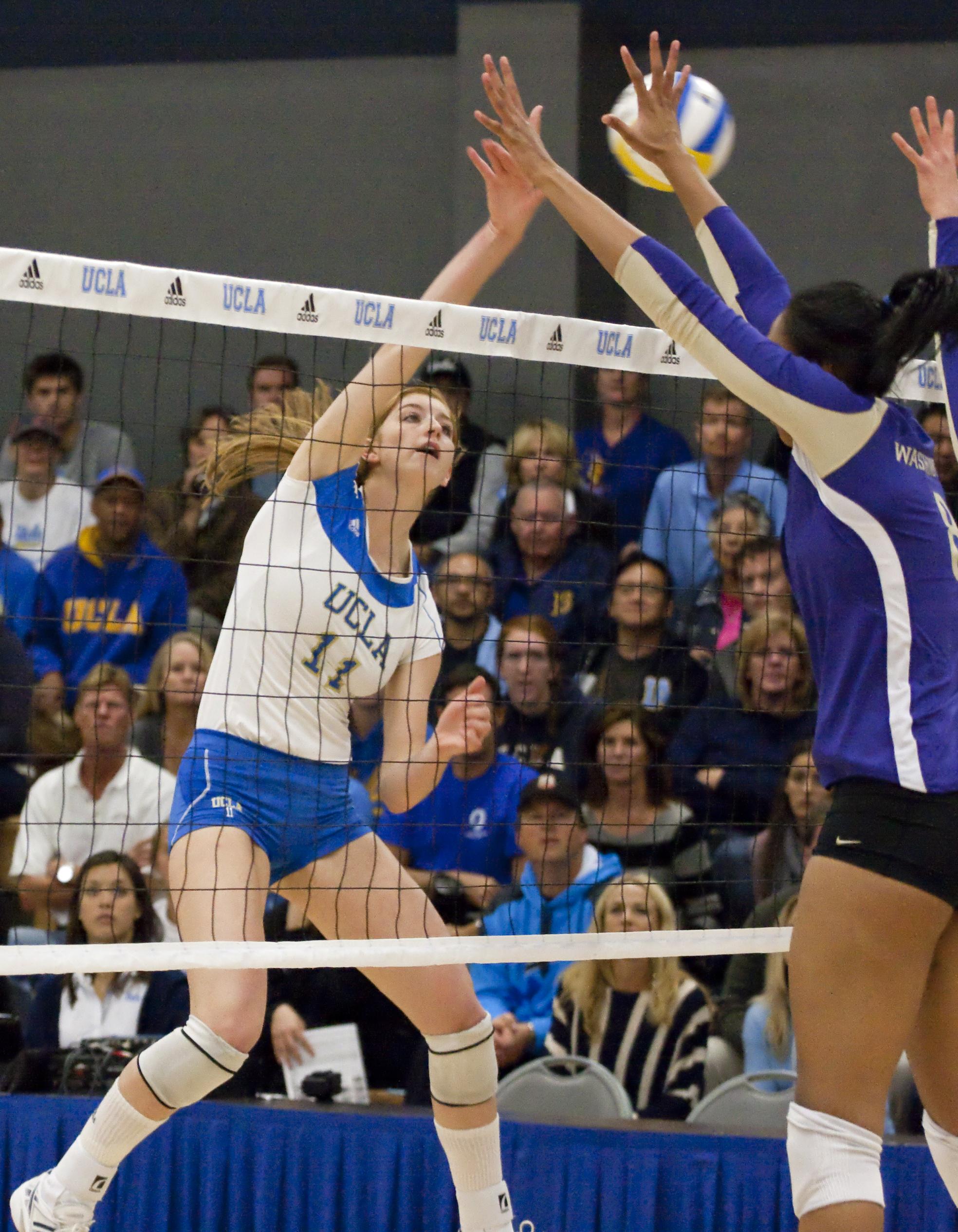 Ucla Women S Volleyball Falls To Usc 3 1 In Final Regular Season Game Daily Bruin