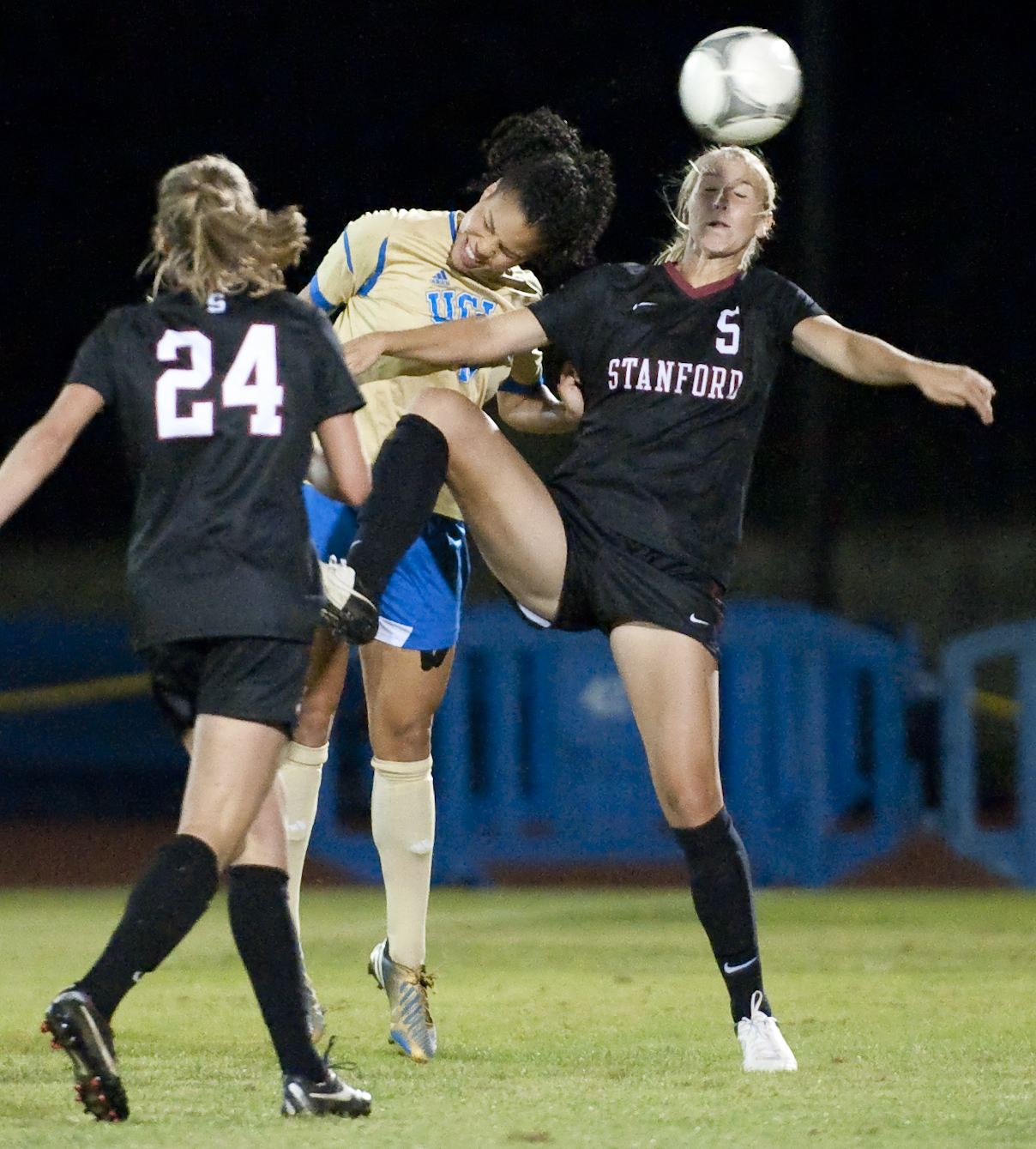 Senior defender Lucretia Lee and the UCLA women's soccer team will travel to Stanford this weekend for the Elite Eight.